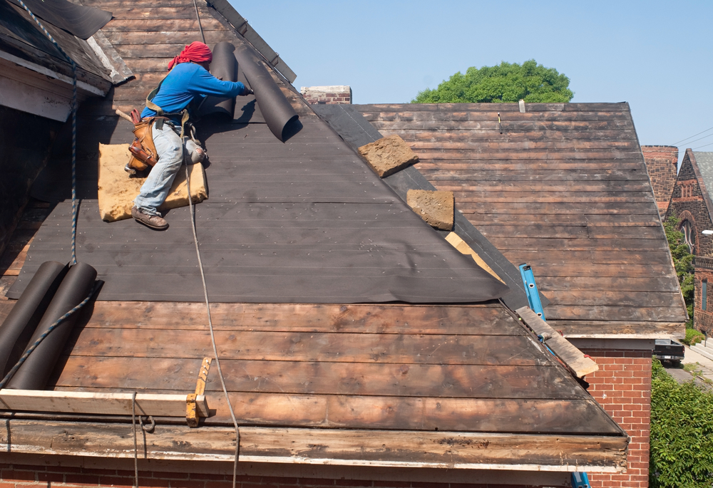 How to Choose Between Roof Repair and Replacement